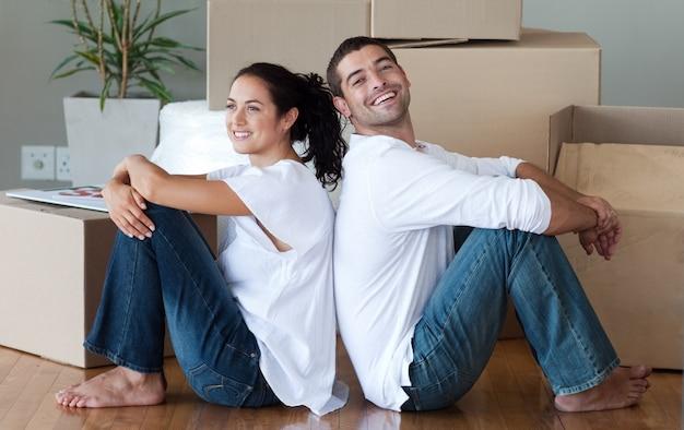 Casa commovente delle coppie contentissime Foto Premium