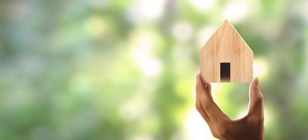 Casa struttura residenziale in mano Foto Premium