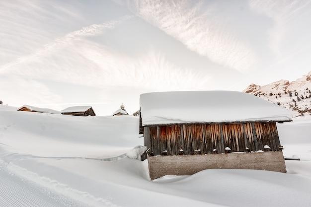 Case di cemento coperte di neve Foto Gratuite