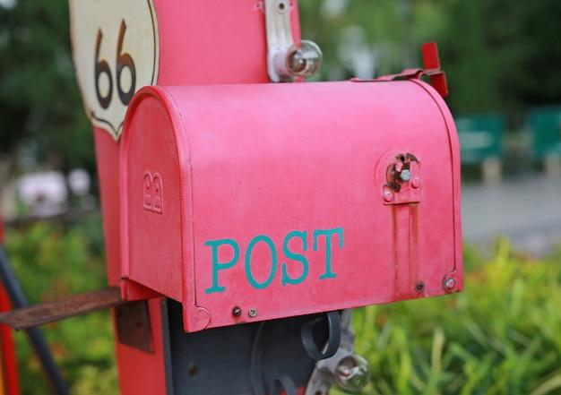 Cassetta postale rossa Foto Premium