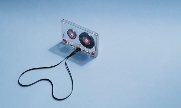 Cassetta trasparente con cuore sagomato e copia-spazio Foto Gratuite