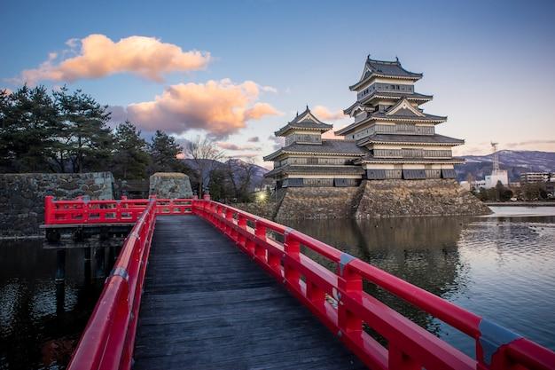 Castello di matsumoto in serata, matsumoto, giappone Foto Premium