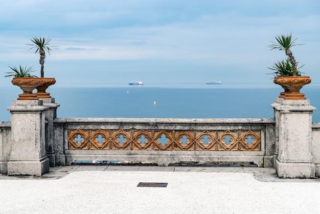Castello di miramare vicino a trieste, italia nord-orientale Foto Premium