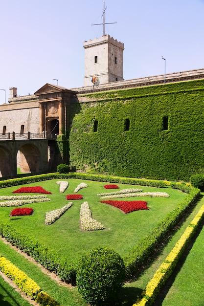 Castello di montjuic in estate. barcellona Foto Gratuite