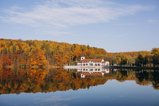 Castello vista lago Foto Gratuite