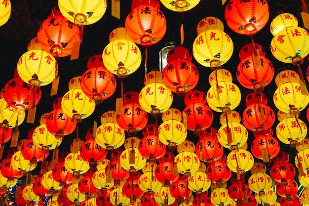 Decorazioni Con Lanterne Cinesi : Lanterne rosse cinese nuovo anno decorazioni fotografie stock e