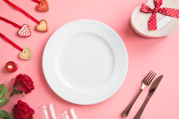 Cena romantica - tavola per san valentino Foto Premium