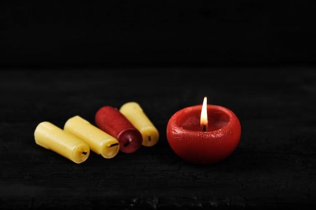 Cenere di colorfull dalle candele Foto Premium