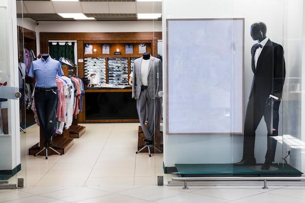 Centro commerciale interno per negozio di abbigliamento maschile Foto Gratuite