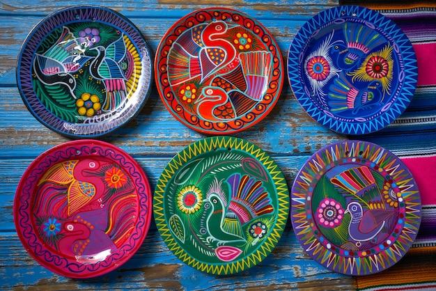 Ceramica messicana stile talavera del messico Foto Premium