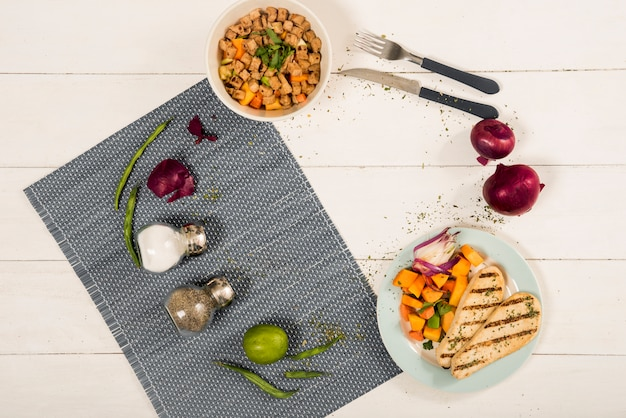 Cerchia dalla cottura di ingredienti e piatti Foto Gratuite