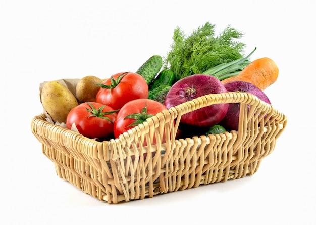 Cesto di vimini con verdure Foto Premium