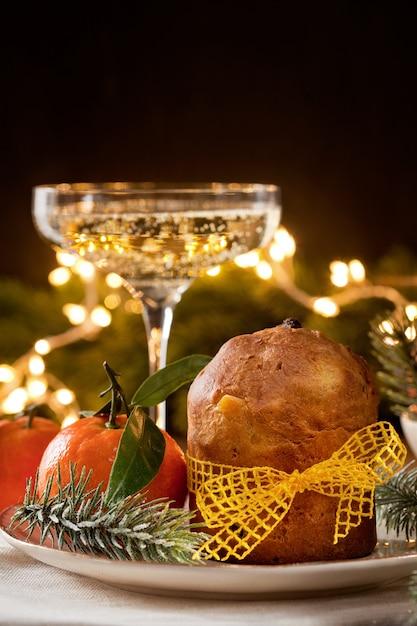 Champagne e panettone dessert italiano Foto Premium