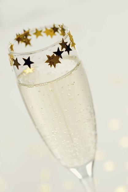 Champagne in bicchiere Foto Gratuite
