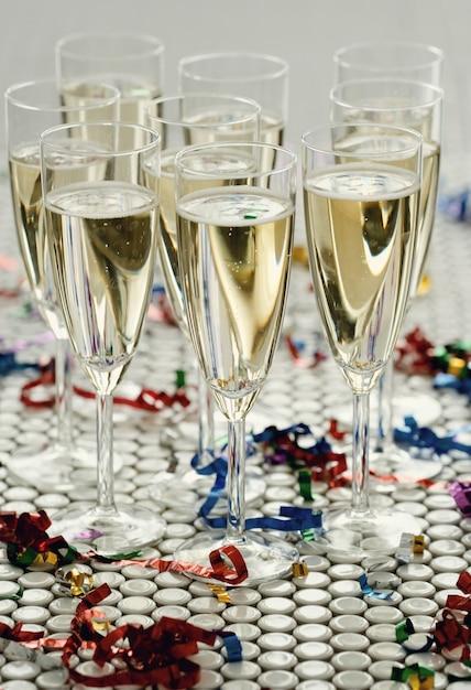 Champagne in bicchieri in bicchieri Foto Gratuite