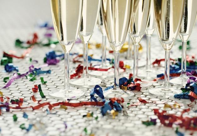 Champagne in bicchieri Foto Gratuite