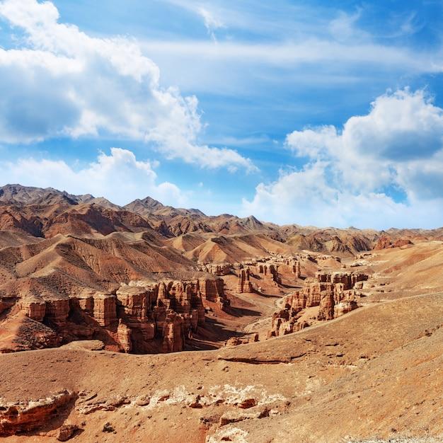 Charyn canyon, un punto di riferimento del kazakistan. Foto Premium