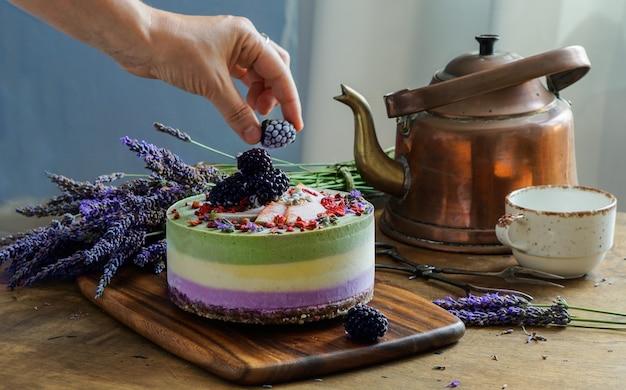 Cheesecake crudo vegan con mirtilli Foto Premium