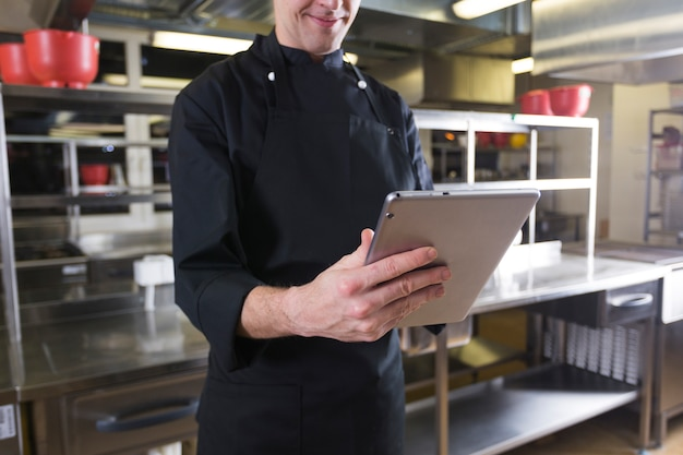Chef con un tablet Foto Gratuite