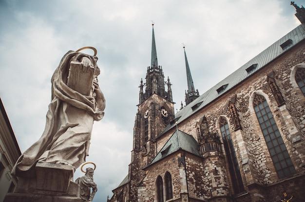 Chiesa di san pietro e paolo a brno, repubblica ceca Foto Premium