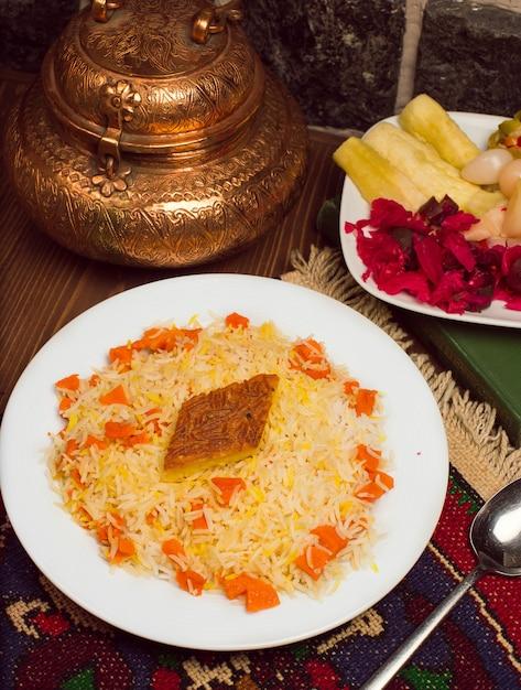 Chigirtma plov, contorno di riso con verdure ed erbe aromatiche. Foto Gratuite