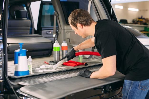 Chimico auto. trattamento chimico del bagagliaio dell'auto. Foto Premium