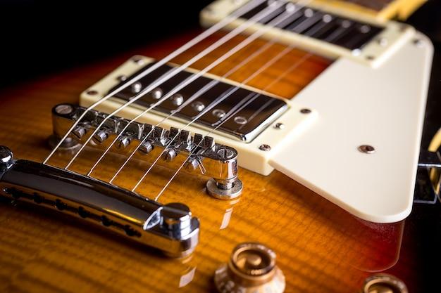 Chiuda in su della chitarra di musica Foto Premium