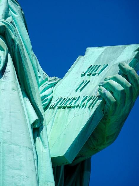 Chiuda in su della statua della libertà a new york Foto Premium