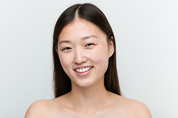 Chiuda in su di giovane bella e donna asiatica naturale Foto Premium