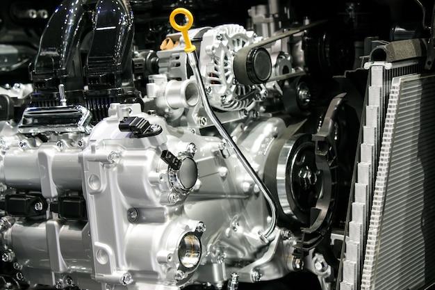 Chiuda in su parti del motore e dell'ingranaggio dell'automobile di automobilistico. Foto Premium