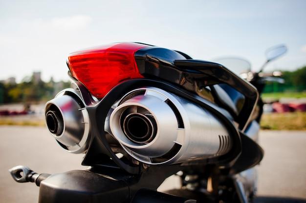Chiuda sul colpo della parte posteriore della motocicletta Foto Gratuite