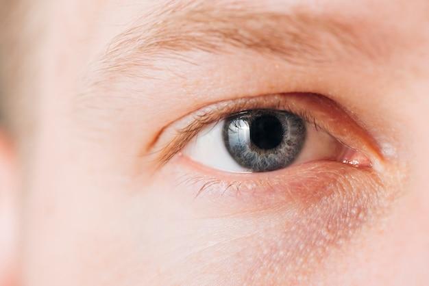 Chiuda sul ritratto degli occhi dell'uomo Foto Gratuite
