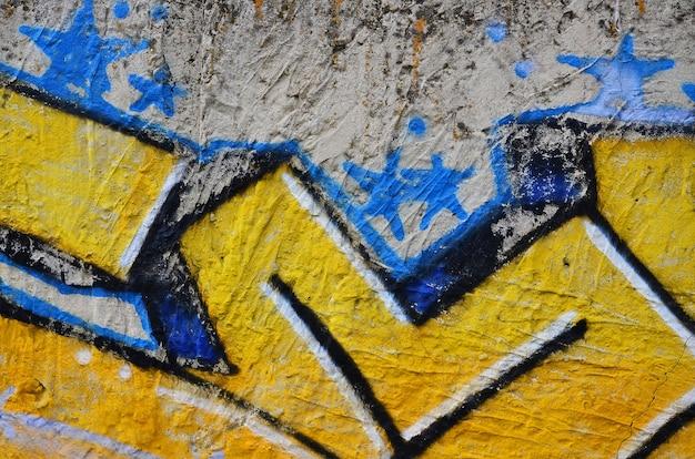 Chiuda sulla vista dei dettagli del disegno dei graffiti. tema di sfondo di arte di strada e atti di vandalismo. trama del muro, dipinto con vernici spray Foto Premium