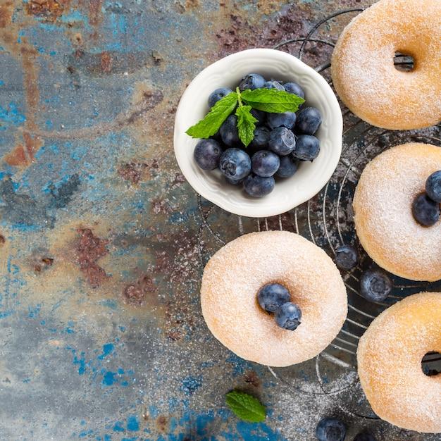 Ciambelle fatte in casa con zucchero Foto Premium