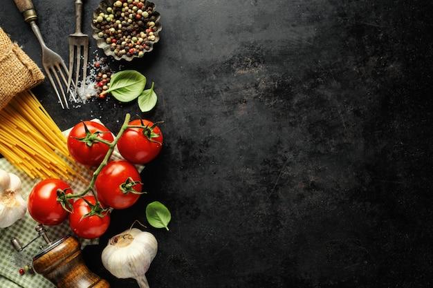 Cibo italiano con ingredienti Foto Premium