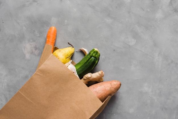 Cibo sano e sacchetto di carta Foto Gratuite