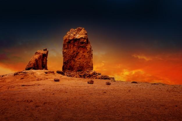 Cielo drammatico di tramonto di gran canaria roque nublo Foto Premium