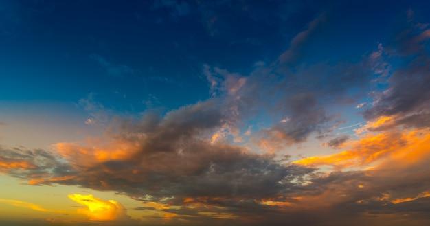 Cielo in tempo tramonto Foto Premium