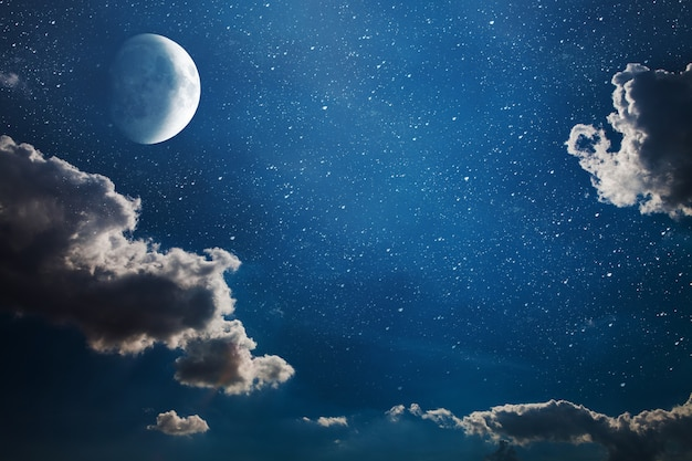 Cielo notturno di sfondo con stelle e luna. elementi di questa immagine fornita dalla nasa Foto Premium