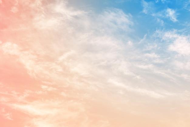 Cielo nuvoloso con un colore pastello Foto Premium