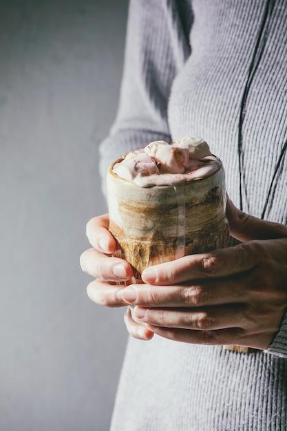 Cioccolata calda con marshmallow Foto Premium