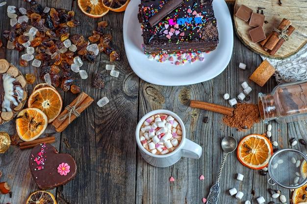 Cioccolato in una tazza con marshmallow Foto Premium