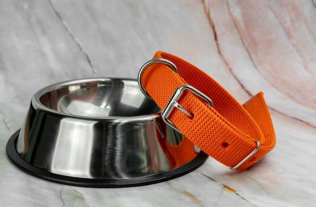 Ciotola per animali domestici e guinzagli con collari Foto Premium