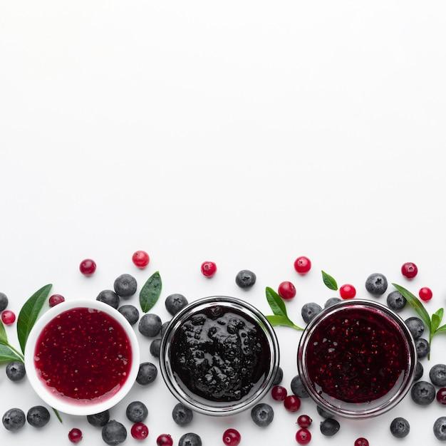 Ciotole piatte con marmellata di frutta Foto Gratuite