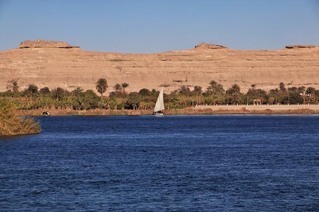 Città di el minya nel sahara sul nilo, in egitto Foto Premium