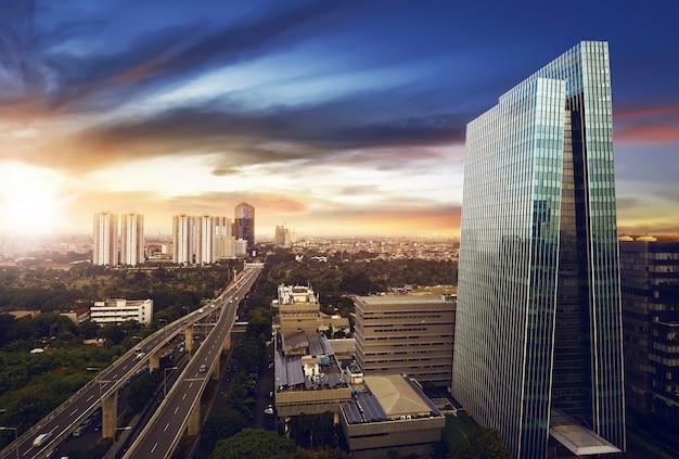 Città di jakarta di notte Foto Premium