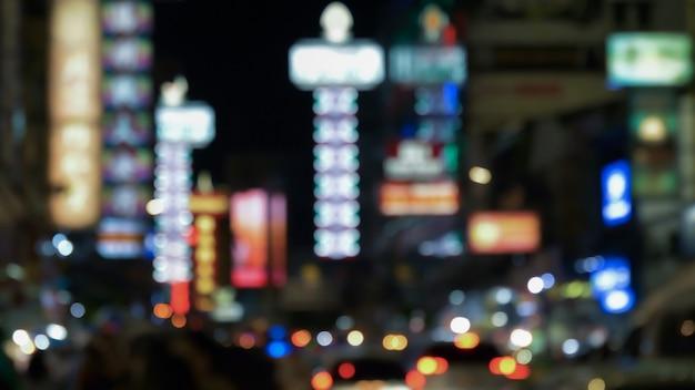 Città di notte sfocata di chinatown a yaowarat, bangkok, thailandia. Foto Premium