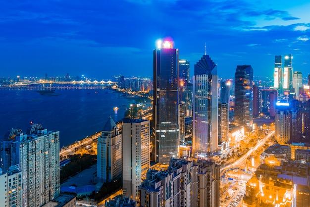 Cityscapec della città di nanchang alla notte, giappone Foto Premium