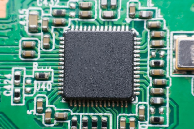 Close up componente elettronico sul circuito stampato Foto Premium