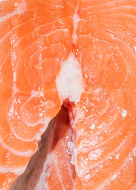 Close-up di pesce appena tagliato Foto Gratuite